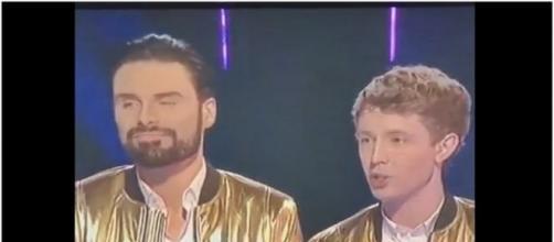 Simon Cowell Making Gay Joke On Live TV Xfactor /Photo screencap via Facebookviral Youtube.com