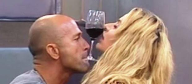 Gf Vip: Valeria Marini e Stefano Bettarini si sono baciati