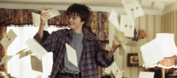 Harry Potter alle prese con la pioggia di lettere da Hogwarts