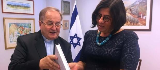Ks. Rydzyk po wizycie w Ambasadzie Izraela – pasjonujące! - wordpress.com