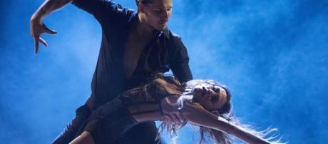Jana Kramer Steams Up Dance Floor With Sexy Viennese Waltz on ... - nashcountrydaily.com