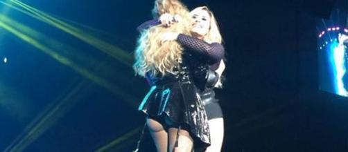 Demi Lovato y Paulina Rubio en el palacio de los deportes