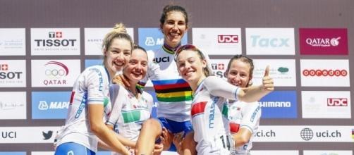 Elisa Balsamo e le azzurre sul podio di Doha
