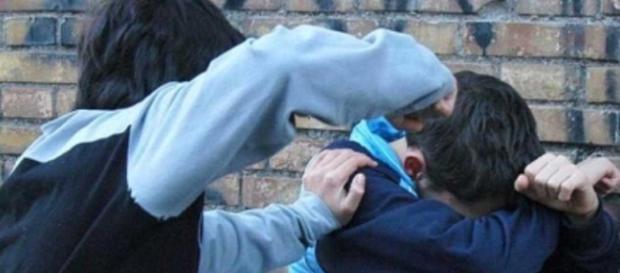 Bullismo a scuola: studentessa insultata dai compagni