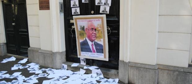 Des tracts déversés devant l'ambassade du Cameroun à La Haye