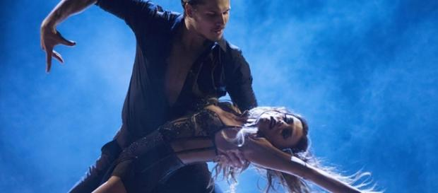 Jana Kramer Steams Up Dance Floor With Sexy Viennese Waltz on ... - nashcountrydaily.com