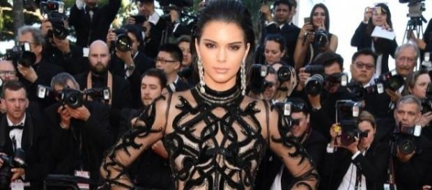 Kendall Jenner loves to bare breasts. Wikimedia user Lola032016