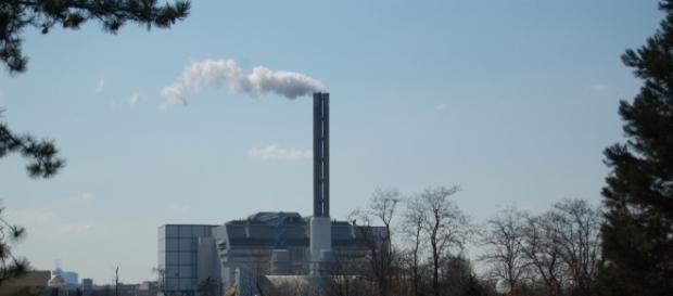 L'incinérateur de Saint Ouen : ce n'est pas de la vapeur d'eau qui sort de sa cheminée !
