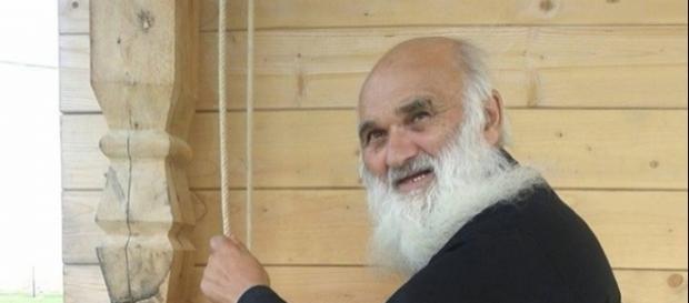 Părintele Ştefan Argatu o candelă vie