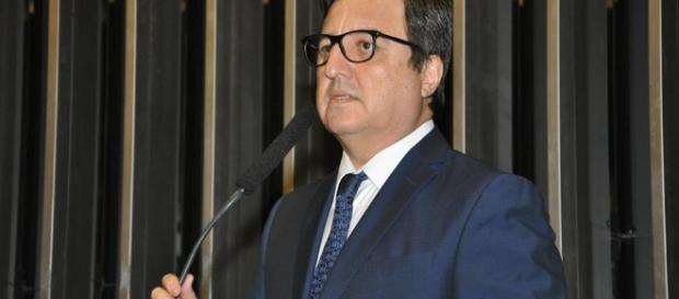 Presidente da comissão especial que analisa a PEC 241, Danilo Forte (PSB-CE), adiou reunião que ocorreria na segunda-feira (17).