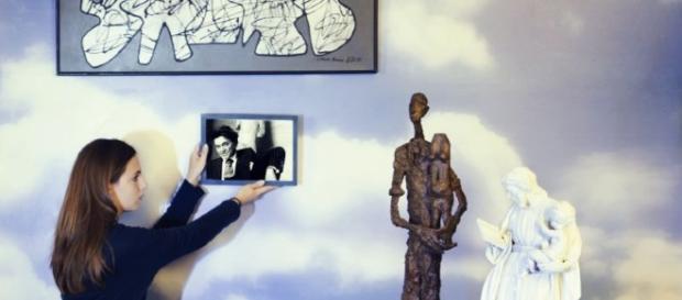 L'Artiste tenant sa sculpture, une Épreuve en bronze, le lot 76de Jean Dubuffet (1901-1985), Parachiffre XXXIII de 1976