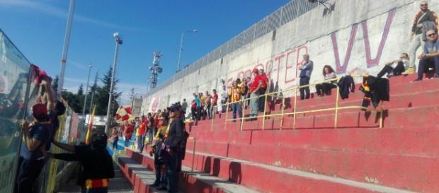 Una foto dei tifosi giallorossi presenti a Vibo Valentia.