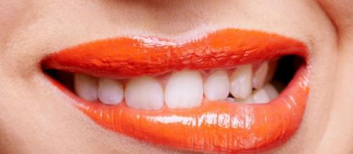 Batons que modificam a cor dos dentes