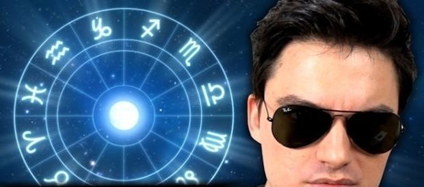 Felipe Neto diz que astrologia é uma farsa!