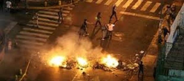 Manifestación opositora violenta en la Ciudad de Caracas