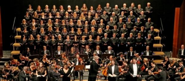 The 50-member KlangVerwaltung Orchester, seen with CHORgemeinschaft Neubeuern and other soloists. Photo: Courtesy of artist, used with permission.
