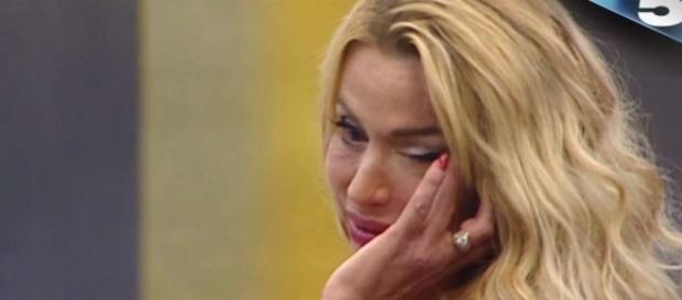 Valeria Marini piange al Grande Fratello Vip