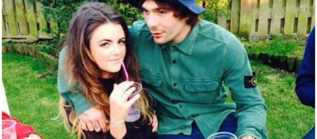 Chloe Ross com o malogrado namorado Mike Towell.