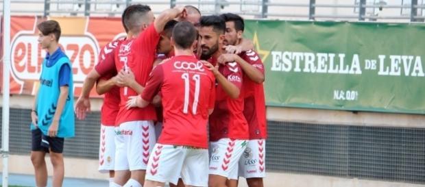 Los jugadores del Real Murcia celebran un gol ante el Granada B. | Imagen: Real Murcia