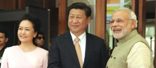 Chinese President Xi Jinping with Indian PM Narendra Modi / Photo via Narendra Modi, Flickr