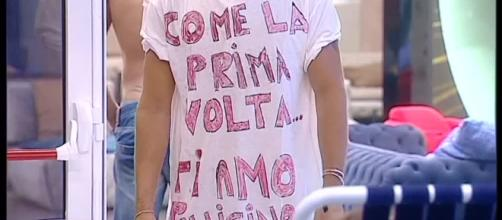 Maglietta di Andrea per Giulia - http://img.grandefratello14.mediaset.it/bin/video/83.$plit/C_18_video_3484_upiThumbnail.jpg
