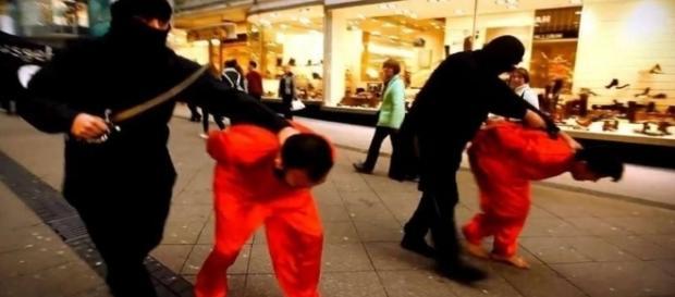 Hinrichtungsinszenierung von 12thMemoRise in Essen 2014 (Screenshot)