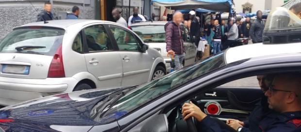 I carabinieri nell'area mercatale di Napoli