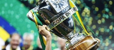 O cobiçado troféu da Copa do Brasil. Quem leva em 2016?