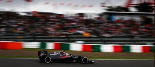 Fernando Alonso en su MP4-31 durante el Gran Premio de Japón