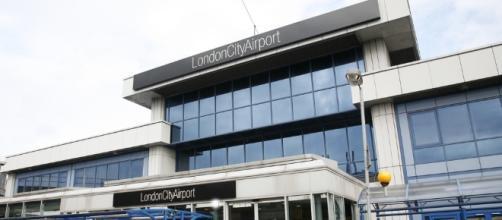 Incidente all'aeroporto London City: passeggeri evacuati