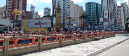 Vídeo flagra taxistas espancando um travesti na avenida Doca de Souza Franco, em Belém