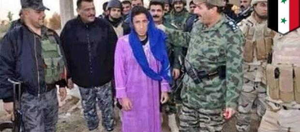 Captured militant who shaved his beard and dressed like a woman/photo via TomoNews