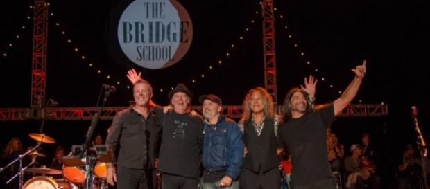 Metallica junto a Neil Young. (Foto de: metallica.com)
