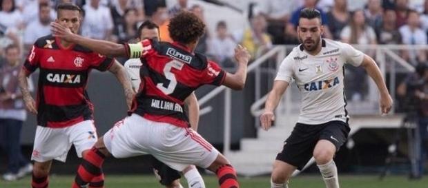 No primeiro turno, o Corinthians levou a melhor, goleando o Flamengo por 4 a 0, em São Paulo.