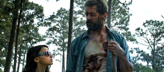 """Siena Novikov e Hugh Jackman em cena de """"Logan"""""""