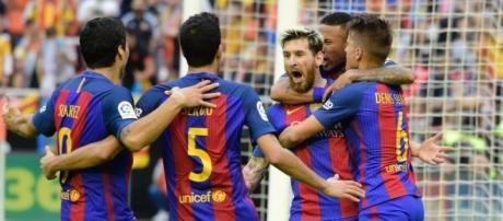 El Barcelona celebra su triunfo ante el Valencia