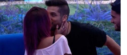 El polémico beso de Bea y Alain