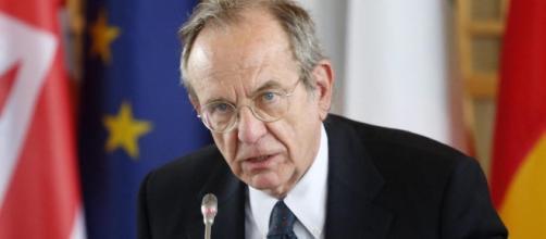 Il Ministro Padoan critico nei confronti della Ue