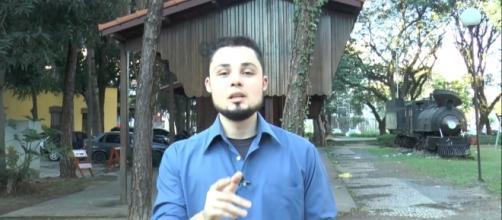 O analista de comunicação, Anderson Gomes de Souza, faz as apresentações dos vídeos da associação