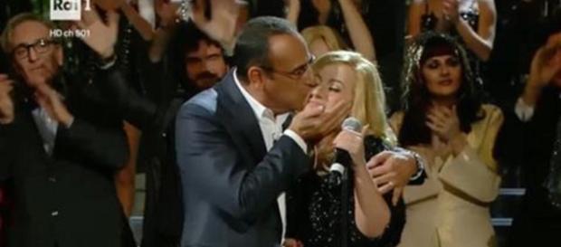 Carlo Conti festeggia una commossa Deborah Iurato