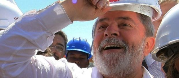 Lula em uma de suas visitas às obras da Arena Corinthians