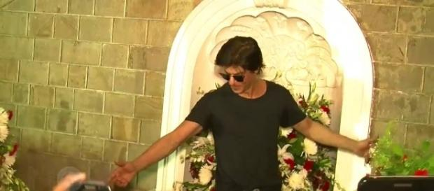Shah Rukh Khan's Raees and Dear Zindagi out of trouble (Image source: YouTube)