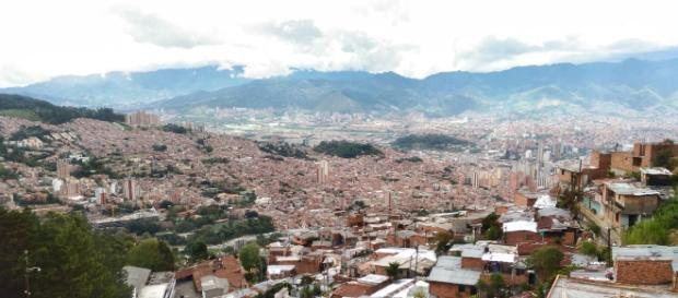 Medellín, Colômbia: vista da cidade a partir da Comuna 8.