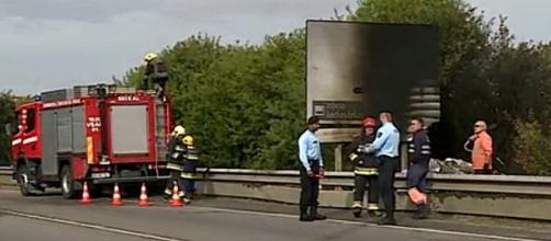 Automóvel incendiou-se quando ficou imobilizado fora da estrada