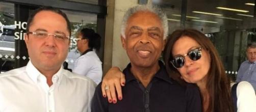 Gilberto Gil é internado novamente.
