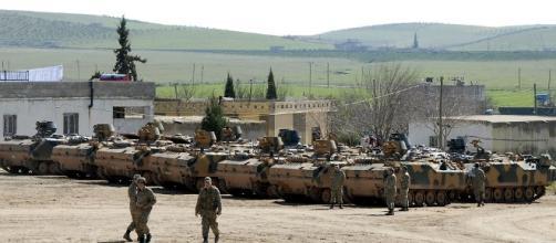 Mezzi corazzati turchi in territorio siriano, prosegue l'azione militare di Recep Erdogan