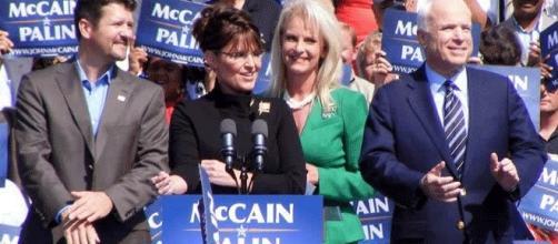 Prendre Sarah Palin comme colistière n'avait pas réussi à John McCain contre Barack Obama