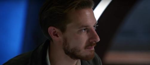 "Rip Hunter (Arthur Darvill) in ""Legends of Tomorrow""/Photo via screencap, ""Legends of Tomorrow"""