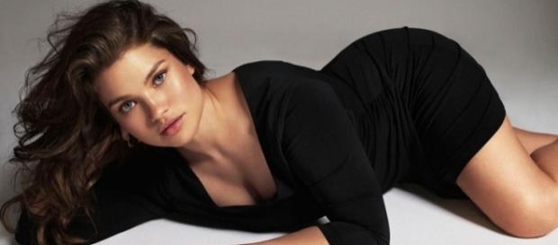 A lindaTara Lynn nascida nos EUA e que morou muitos anos na França.