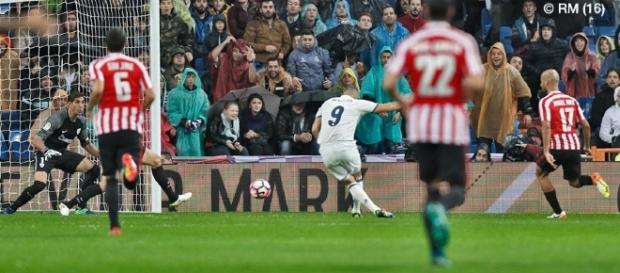 Aos 7 minutos, Benzema abre o placar no Santiago Bernabéu